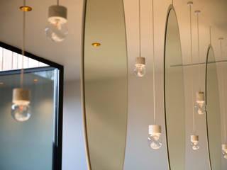 NAAR DE KAPPER:  Kantoor- & winkelruimten door VIVA Architecture