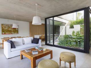 Casa MeMo - VIVIENDA UNIFAMILIAR ICONO DE LA SUSTENTABILIDAD : Livings de estilo moderno por BAM! arquitectura