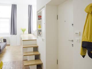CASA PRIVATA 04 – ristrutturazione d'interni : Ingresso & Corridoio in stile  di 81millimetri