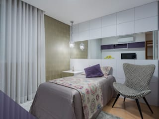JANAINA NAVES - Design & Arquitetura BedroomAccessories & decoration MDF Purple/Violet