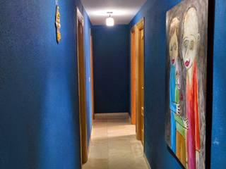 Couloir et hall d'entrée de style  par iProperty Design - Home Staging & Soluciones inmobiliarias