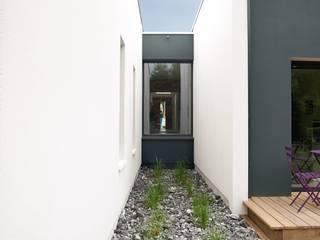 Maison Individuelle à Canéjan: Maisons de style  par Plus Architectes