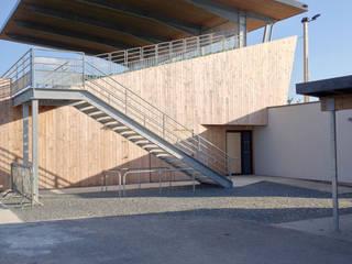 Teras oleh Plus Architectes