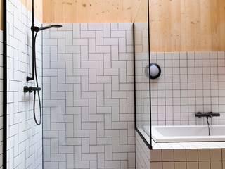 Salle de bains de style  par VIVA Architecture