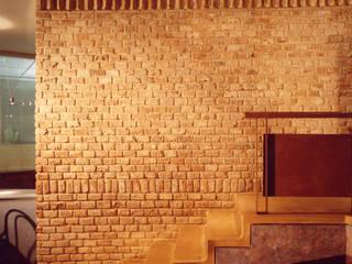 Muro y escalera: Restaurantes de estilo  por Altiplano Arquitectura