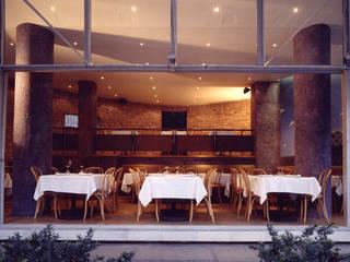 Exterior: Restaurantes de estilo  por Altiplano Arquitectura