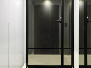 Pasillos, vestíbulos y escaleras de estilo moderno de 오락디자인 Moderno