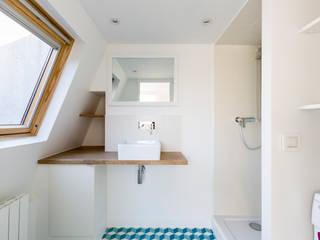 Baños de estilo escandinavo de Mon Concept Habitation Escandinavo