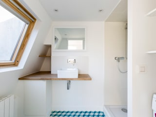 Scandinavian style bathroom by Mon Concept Habitation Scandinavian