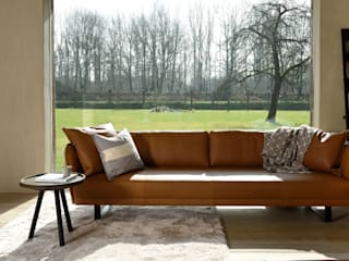 VIC sofa: modern  door MOOME, Modern