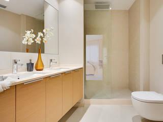 Ensuite bathroom Markham Stagers Moderne Badezimmer