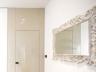 Andrea Orioli Couloir, entrée, escaliers minimalistes Bois d'ingénierie Beige