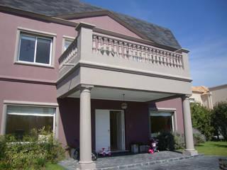 ARQUITECTA MORIELLO Classic style houses