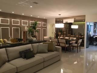 客廳 by Flávia Kloss Arquitetura de Interiores, 現代風