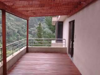 ラスティックデザインの テラス の Materia Viva S.A. de C.V. ラスティック