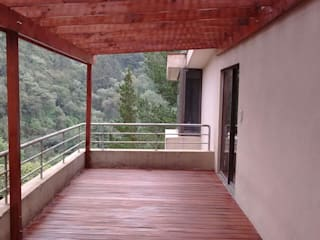 Balkon, Beranda & Teras Gaya Rustic Oleh Materia Viva S.A. de C.V. Rustic