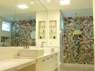 CASA A.M Banheiros clássicos por Eustáquio Leite Arquitetura Clássico
