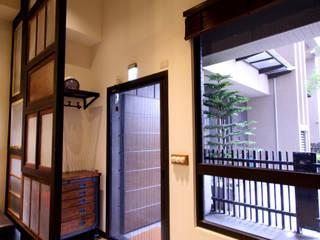高雄前鎮 陳公館 工業風的玄關、走廊與階梯 根據 協億室內設計有限公司 工業風