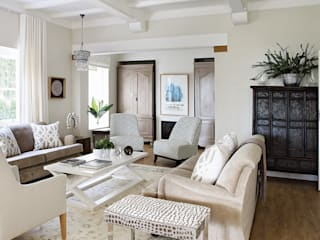 Formal Sitting Room:  Living room by Natalie Bulwer Interiors