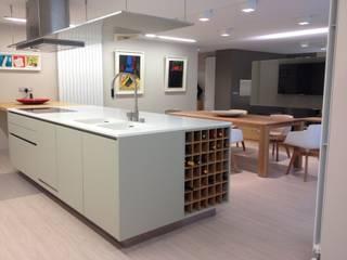 ÁTICO ANDORRA/ diseño interior: Cocinas de estilo  de Pep Campeny