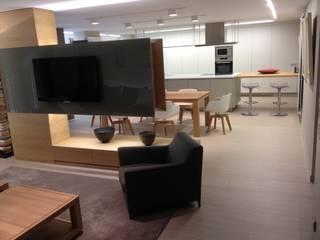 ÁTICO ANDORRA/ diseño interior: Comedores de estilo  de Pep Campeny