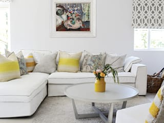 Guest Suite:  Living room by Natalie Bulwer Interiors