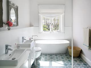 Bathroom by Natalie Bulwer Interiors, Classic