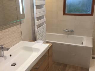 FERMETURE D'UN BALCON. chantier en cours Salle de bain moderne par Eric Rechsteiner Moderne