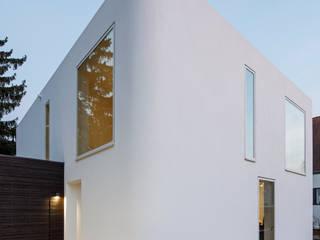 Minimalist houses by Falke Architekten Minimalist