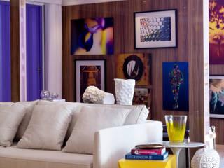 Salon moderne par Karinna Buchalla Interiores Moderne