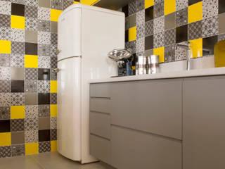 Küche von Karinna Buchalla Interiores, Modern Keramik