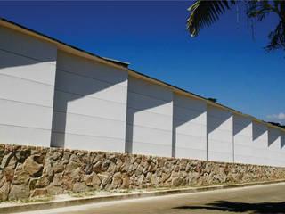 CERRAMIENTO EN CIUDAD JARDIN ION arquitectura SAS Casas de estilo minimalista