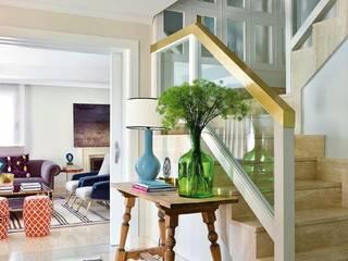 Eclectic corridor, hallway & stairs by BELEN FERRANDIZ INTERIOR DESIGN Eclectic