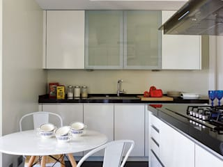 Nhà bếp by BELEN FERRANDIZ INTERIOR DESIGN