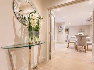 Pasillos y vestíbulos de estilo  por SMB Interior Design Ltd