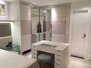 Modern dressing room by NW Arquitetura Modern