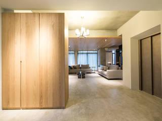 Minimalist corridor, hallway & stairs by 果仁室內裝修設計有限公司 Minimalist
