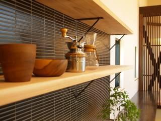 庵川の家: ai建築アトリエが手掛けたキッチンです。,
