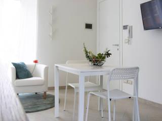 غرفة المعيشة تنفيذ Sonia Santirocco architetto e home stager,