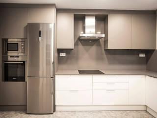 Grupo Inventia Cocinas de estilo moderno Aluminio/Cinc Gris