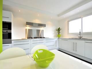 Cucina per B&B: Hotel in stile  di AGA Studio