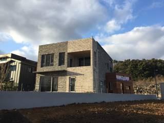 Casas modernas de 원건축 Moderno