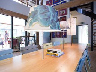 Koetshuis kantoor en vergaderlocatie P2 Rossum:  Kantoor- & winkelruimten door INinterieurs