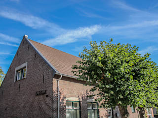 De voormalige school in 't Ven dient tegenwoordig als een woning:   door Jules Design & Development