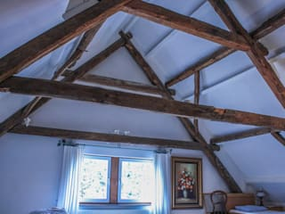De authentieke houten constructie blijft zichtbaar:   door Jules Design & Development