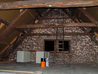 De zolder werd voorheen alleen als opslagruimte gebruikt:   door Jules Design & Development