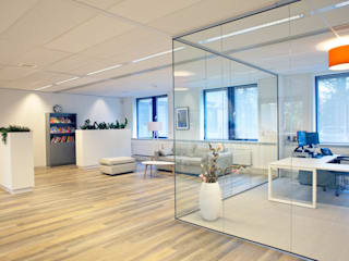 Kantoor onderwijsinstelling:  Kantoor- & winkelruimten door Joolsdesign, Modern