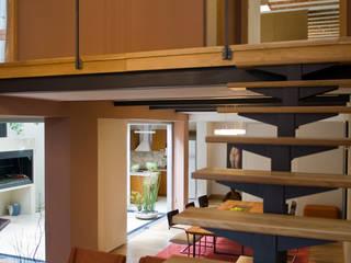 Modern Corridor, Hallway and Staircase by ARQUITECTA MORIELLO Modern