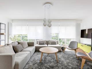 Skandinavische Wohnzimmer von Mon Concept Habitation Skandinavisch