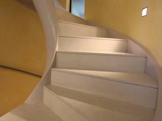 Villa EB Ingresso, Corridoio & Scale in stile moderno di Mariapia Alboni architetto Moderno